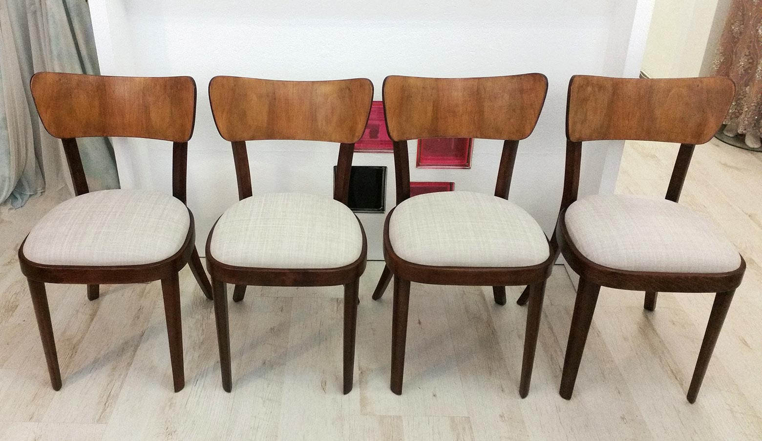 Židle Thonet - kompletní renovace, broušení, lakování, čalounění.<br>Látka ROMO - kolekce DUNE