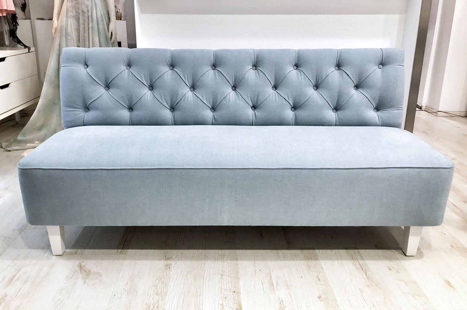 Designová sofa v látce ROMO z kolekce LINARA
